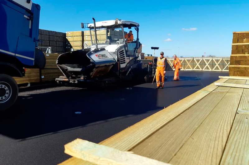 Onderhoud bedrijventerrein - Van Ooijen Gouda asfalt bestrating wegenbouw | contact